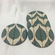 Circle Fablic Coasters, Set of 4, Hand-sewing(Etsy のBunnyStitchより) https://www.etsy.com/jp/listing/265375801/circle-fablic-coasters-set-of-4-hand