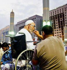 There is no place for Old age home in Islam. Islamic Qoutes, Islamic Inspirational Quotes, Muslim Quotes, Islamic Status, Islamic Teachings, Religious Quotes, Islam Muslim, Islam Quran, Alhamdulillah