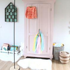 kidsroom. pink closet #kidsstylingmag #eeflillemorstyling