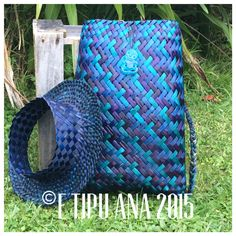 Standard Paua combo Hand woven by julz and em @ E Tipu Ana out of New Zealand harakeke (flax) Flax Weaving, Bamboo Weaving, Willow Weaving, Basket Weaving, Hand Weaving, Maori Patterns, Flax Flowers, Traditional Baskets, Diy And Crafts