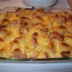 Ham & Potato Casserole - An easy cheesy dish that uses up that Christmas or Easter ham! My family looks forward to this one! Ham & Potato Casserole makes 6 s. Ham And Potato Casserole, Casserole Dishes, Casserole Recipes, Leftover Ham Recipes, Leftovers Recipes, Pork Recipes, Cooking Recipes, Ham And Potato Recipes, Recipes With Ham