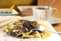 Zemiakové šúľance s makom Waffles, French Toast, Breakfast, Tableware, Ethnic Recipes, Kitchen, Poppy, Noodle, Food Food
