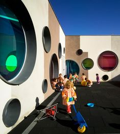 Architect Losdel Desierto has designed this colorful kindergarten school building in Calle Los Angeles S/N, Velez Rubio, Almeria, Spain. Kindergarten Architecture, Education Architecture, Facade Architecture, School Architecture, Kindergarten Projects, Kindergarten Design, Kindergarten Interior, Learning For Life, Learning Spaces