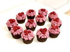 Malinové cupcakes Mini Cupcakes, Desserts, Food, Tailgate Desserts, Deserts, Essen, Postres, Meals, Dessert