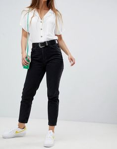 Bershka Mom Jean at ASOS. Shop this season's must haves with multiple delivery and return options (Ts&Cs apply). Black Mom Jeans Outfit, Bershka Outfit, Jeans And Vans, Summer Work Outfits, Fall Outfits, Summer Jeans, Ripped Skinny Jeans, Work Casual, Capsule Wardrobe
