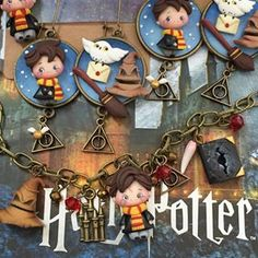 No photo description available. Biscuit, Harry Potter Christmas, Clay Figures, Clay Creations, Hogwarts, Polymer Clay, Chibi, Photo And Video, Artist