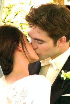 Edward and Bella's wedding kiss - The Twilight Saga: Breaking Dawn Part 1