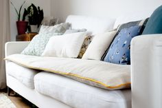 Cushions On Sofa, Bed Pillows, Canapé Diy, Wood Sofa, Diy Sofa, Sofa Covers, Interior Architecture, Pillow Cases, Diy And Crafts