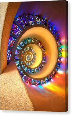 ✯ Enlightenment - Stained Glass Spiral Ceiling I need this in my cob house. Stained Glass Art, Stained Glass Windows, Mosaic Glass, Leaded Glass, Earthship Home, Earthship Design, Tadelakt, Earth Homes, Natural Building