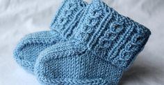 Vauvan sukat valepalmikolla, ilman kärkikavennuksia + ohje   Pitsin viemää Knitted Baby Clothes, Ciabatta, Baby Knitting Patterns, Baby Booties, Knitting Socks, Knit Socks, Handicraft, Fingerless Gloves, Arm Warmers