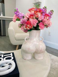 Design Vase, Deco Design, Interior Inspiration, Room Inspiration, Deco Studio, Decoration Chic, Aesthetic Room Decor, Flower Arrangements, Bedroom Decor