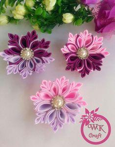 Hviezdička je vyrobená technikou kanzashi, pri výrobe sú p Ribbon Art, Diy Ribbon, Ribbon Crafts, Flower Crafts, Satin Flowers, Diy Flowers, Fabric Flowers, Paper Flowers, Fabric Flower Headbands