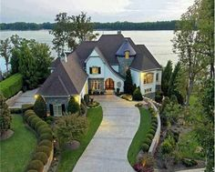 An extra lake or beach house just for the weekends? Yes, please!