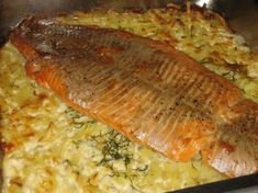Lohta perunapedillä: Yummy Food, Tasty, Recipe For Mom, Sweet And Salty, Fish Recipes, Nom Nom, Salmon, Pork, Easy Meals
