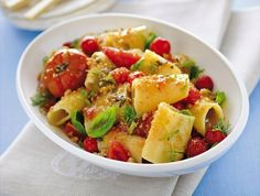 Paccheri with tomato confit & bread crumbs Italian Pasta Recipes, No Salt Recipes, Street Food, Pasta Salad, Main Dishes, Yummy Food, Favorite Recipes, Dinner, Cooking