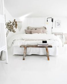 White room: 60 ideas and projects that can inspire you - Home Fashion Trend Minimalist Home Decor, Minimalist Bedroom, Home Bedroom, Bedroom Decor, Bedroom Ideas, Master Bedroom, Bedroom Designs, All White Bedroom, White Bedrooms