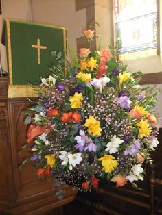 A beautiful arrangement of spring flowers at St Mary's Scottish Episcopal Church, A congregation in the Diocese of St Andrews, Dunkeld and Dunblane Altar Flowers, Episcopal Church, Cremation Urns, St Andrews, Altars, Flower Ideas, Spring Flowers, Flower Power, Christianity