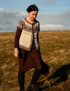 kate davies- love everything about this designer Fair Isle Knitting, Knitting Yarn, Hand Knitting, Kate Davis, Cardigan Design, Icelandic Sweaters, Cold Weather Outfits, Hand Knitted Sweaters, How To Purl Knit