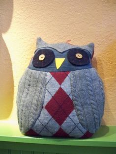 Owl pillow made out of repurposed sweaters Owl Pillow, Quilted Pillow, Owl Crafts, Crafts For Kids, Sewing Crafts, Sewing Projects, Bazaar Crafts, Sweater Pillow, Sock Dolls