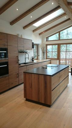 Holzküche wood kitchen wood kitchen For other models, you can visit the category. For more ideas, pl Home Decor Kitchen, Kitchen Room, Kitchen Remodel, Kitchen Decor, Wood Kitchen, Home Kitchens, Modern Kitchen Design, Kitchen Renovation, Kitchen Design