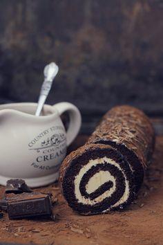 Rulada cu ciocolata si crema de caramel - chocolade and caramel roulade recipe