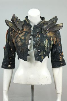 this is brilliant! those are old hat bills! Post Apocalyptic Costume, Post Apocalyptic Fashion, Post Apocalyptic Clothing, Burning Man Outfits, Larp, Apocalypse Fashion, Mode Punk, Disaster Designs, Apocalypse