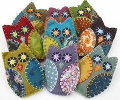 Felt crafts Vintage - Felt Owl Ornaments, Handmade felt owls in vintage retro colors Felt Embroidery, Felt Applique, Embroidery Patterns, Vintage Embroidery, Embroidery Stitches, Felt Owls, Felt Birds, Felt Animals, Handmade Felt