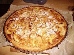 Une bonne tarte agrémentée de pommes, vanille et poudre d'amandes :-) - Recette Dessert : La tarte normande made in mamie par Johanne61