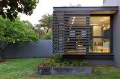 Casa Sar / Nico van der Meulen Architects