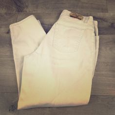"""50% Off Bundle 4 $5 ItemsBuy $25 & Pay $2.95 S/H 39 1/2 length. 27"""" inseam. No staining. No visible defects. No odors. Size 16 average. No excuses Jeans"""