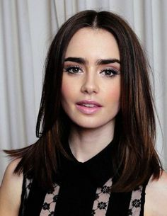 Spring Makeup Inspiration, basically Lily Collins is amazing and so is this makeup! Medium Hair Styles, Short Hair Styles, Looks Pinterest, Great Hair, Pretty Hairstyles, Brunette Hairstyles, Hairstyles Haircuts, Hair Lengths, Makeup Inspiration