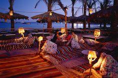 Egypti, Sharm el sheikh: Auringonlaskun jälkeen nautit virvokkeista lyhtyjen ja kynttilöiden valossa. #sunset www.finnmatkat.fi