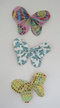 Sewing Fabric Flowers Fabric butterfly tutorial - Ellen from The Long Thread shows how to make these awesome fabric butterflies. She made a group of them and then hung them together in a mobile. [via Sew, Mama, Sew! Sewing Hacks, Sewing Tutorials, Sewing Crafts, Sewing Projects, Sewing Patterns, Felt Patterns, Butterfly Mobile, Butterfly Crafts, Fabric Butterfly Diy