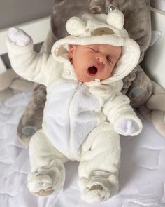 Cute Kids, Cute Babies, Baby Kids, Cute Baby Pictures, Baby Photos, Baby Modeling Agency, Kids Kiss, Baby Boy Fashion, First Baby