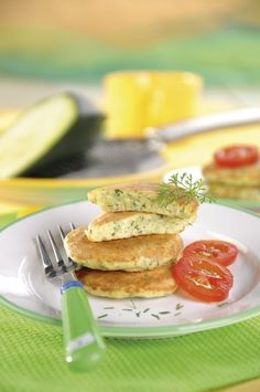 Placuszki z cukinii Pancakes, French Toast, Food And Drink, Meals, Breakfast, Morning Coffee, Meal, Pancake, Yemek