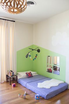 Good idea for a twin-sized floor bed. I love the little floor bed houses, but I don't know how I'd lay to nurse :( Green Bedding, Bedroom Green, Baby Bedroom, Kids Bedroom, Montessori Bedroom, Montessori Baby, Maria Montessori, Toddler Rooms, Toddler Bed