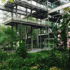 Jean Nouvel merges interior and exterior so seamlessly in his Fondation Cartier, designed in 1994, t... - Photo: Hannah Martin