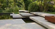 Spiel der Großformate im Privatgarten | Garten | SCHELLEVIS