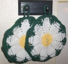 New crocheted pot holder, daisies, kitchen decoration, daisy pot holder, daisy crochet by Hildescrochetshop on Etsy