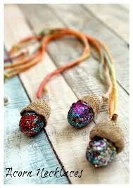 Gifts For Kids Arty Crafty Kids – Craft – Nature Craft for Kids – Acorn Necklaces Kids Nature C… Autumn Crafts, Crafts For Kids To Make, Crafts For Girls, Fun Crafts, Gifts For Kids, Beach Crafts, Forest Crafts, Nature Crafts, Acorn Crafts
