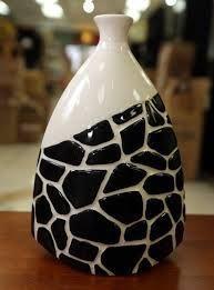 Bottle art black n white Pottery Painting, Ceramic Painting, Ceramic Art, Glass Bottle Crafts, Wine Bottle Art, Ceramic Pottery, Pottery Art, Jar Art, Bottle Painting
