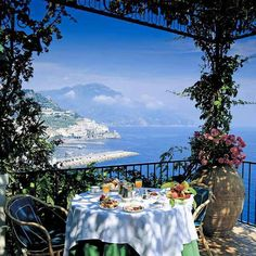 Oh my oh my..breakfast with tt view!! Almalfi coast, Italy