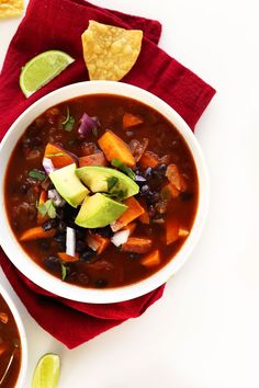 5-Ingredient Sweet Potato Black Bean Chili! So healthy #vegan #glutenfree #minimalistbaker