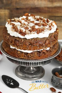 Two of the season's most beloved flavors are combined in one delicious cake! It's simple to assemble and makes a great alternative to pumpkin pie for Thanksgiving Day dessert. Fall Desserts, No Bake Desserts, Just Desserts, Delicious Desserts, Dessert Recipes, Gourmet Desserts, Pumpkin Recipes, Fall Recipes, Holiday Recipes