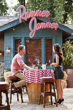 Hart of Dixie. George and Zoe at the Rammer Jammer
