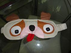 Máscara para dormir em tecido 100% algodão em forma de cachorro. Temos outras cores e temas.