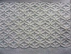 Pano de Prato Branco com bordado em Crivo Falso e barrado em Crochê.  Muita delicadeza na sua sua cozinha.    Sacaria 100% algodão. Ótima absorção.  Aceitamos encomendas.