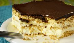 No-Bake Chocolate Eclair Dessert. Graham crackers layered with Cool Whip and vanilla pudding, then topped with chocolate.---Hubby loves this dessert! No Bake Eclair Cake, No Bake Cake, Icebox Cake, Baking Recipes, Cake Recipes, Dessert Recipes, Gourmet Recipes, Köstliche Desserts, Delicious Desserts