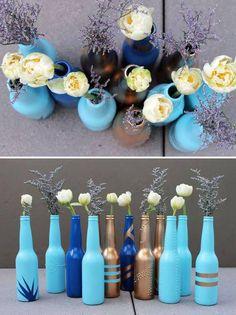 arreglos florales con botellas de vidrio
