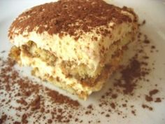 This is a delicious dessert. Tiramisu is a very traditional Italian dessert cake. It is made of lady finger biscuits dipped in espresso coffee and layered with Italian cheese. Tiramisu translates to. Low Carb Desserts, Just Desserts, Delicious Desserts, Dessert Recipes, Yummy Food, Fun Food, Bolo Tiramisu, Tiramisu Dessert, Easy Tiramisu Recipe